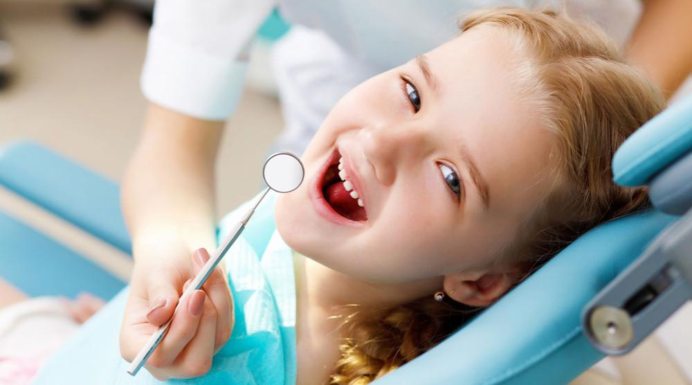 на фото лечение зубов девочке в стоматологической клинике в Черкассах