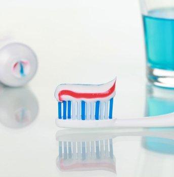 зубная щетка и паста для гигиены полости рта в клинике Багита