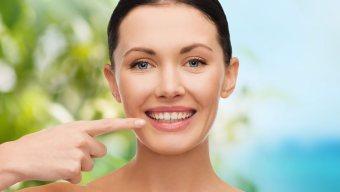 фото девушки с улыбкой после лечения зубов в Багите