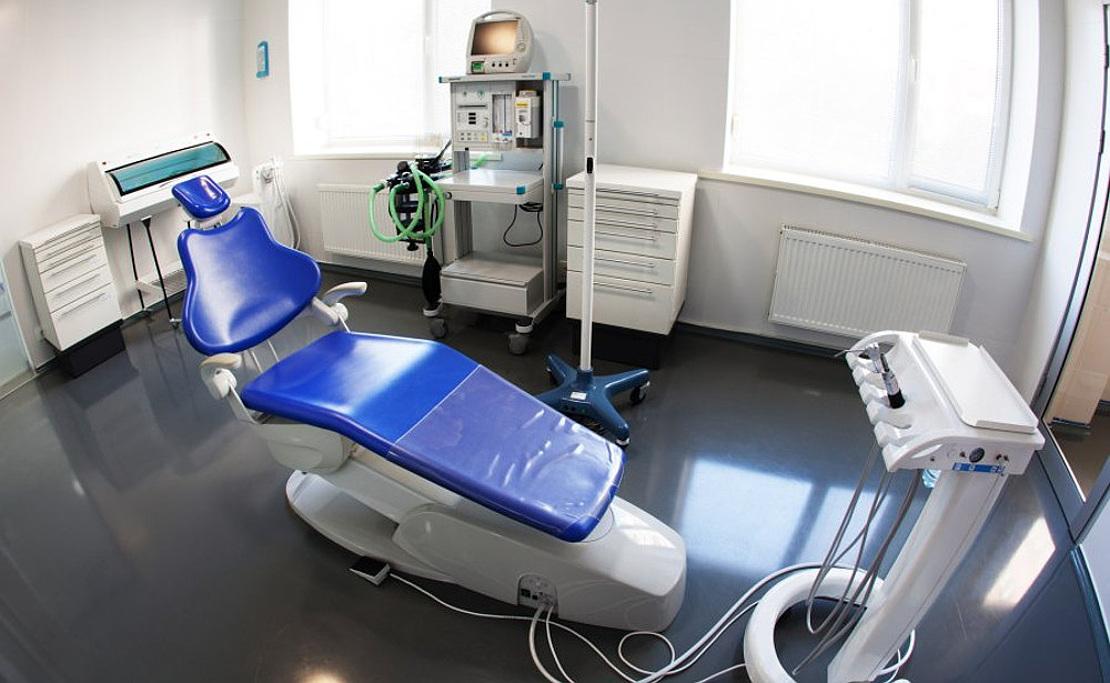 на фото стоматологический кабинет для лечения зубов у детей под общим наркозом в клинике Багита