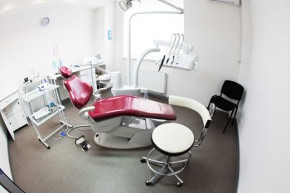 фото стоматологического кабинета в клинике Багита в Черкассах для имплантации и лечения зубов