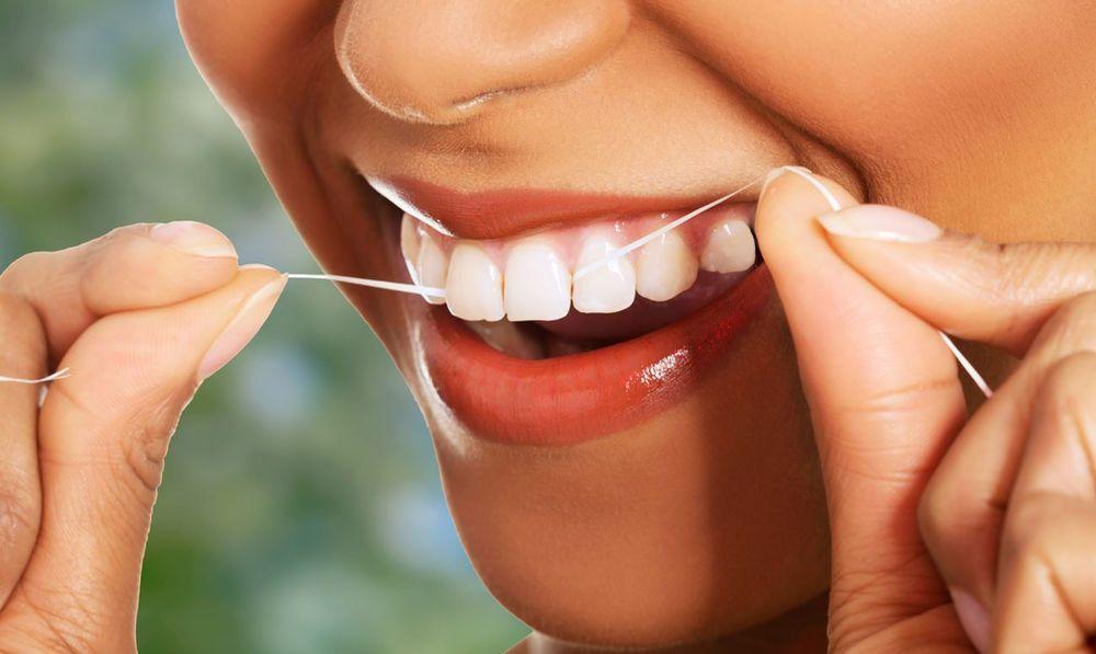 фото гигиены полости рта с помощью зубной нити в стоматологии Черкассы